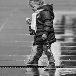 Met een appeltje in de regen