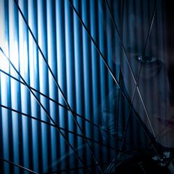 Door de oog van de naald uhh.... ik bedoel fiets wiel :p
