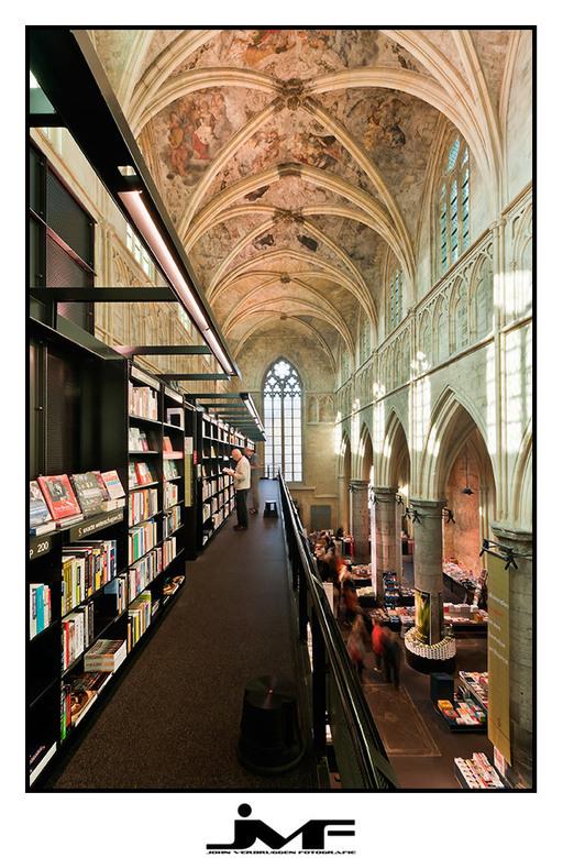 Bookstore - Een gotische kerk die is omgebouwd tot een prachtige boekenwinkel.<br /> <br /> Locatie: Maastricht