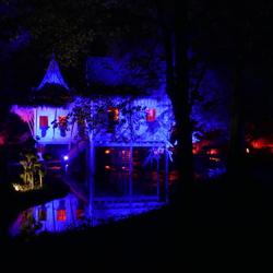 kleurrijk verlicht Kasteeltuin Arcen