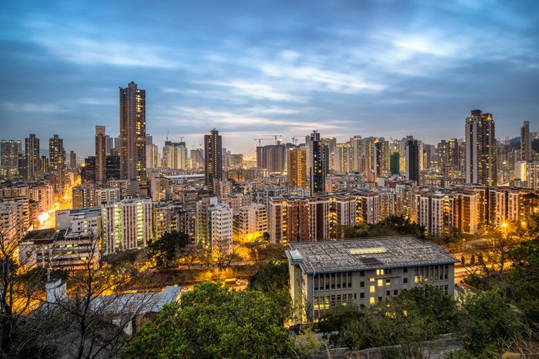 Garden Hill - Inmiddels een hele druk bezochte 'instafamous spot' in Hong Kong. Foto genomen terwijl ik rustig met voetjes bungelend over de