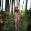 naakt in het bos