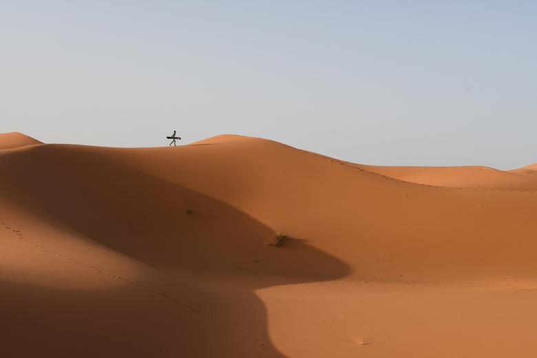 Sahara Desert in Marokko  - Sand boarden