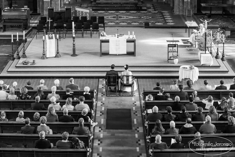 Waiting for a blessing ....... - Tijdens het vastleggen van de kerkelijke huwelijksceremonie voor dit bruidspaar, ben ik tussendoor even naar het koor