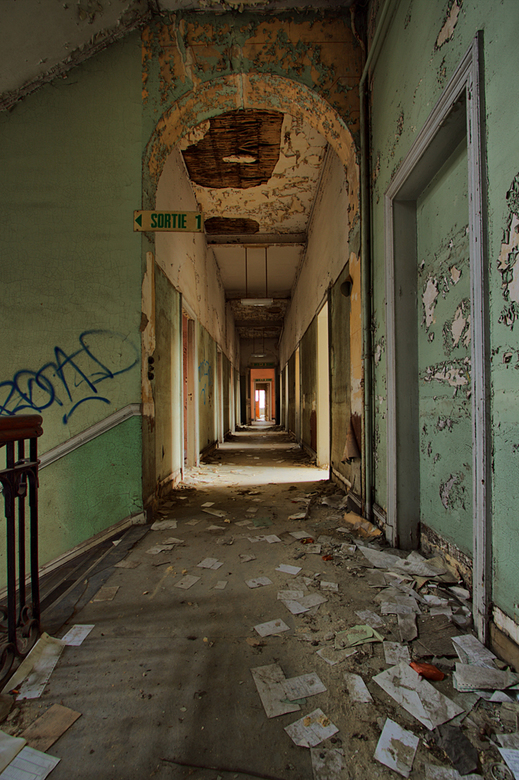 Hospital B. 2 - Op 6-12-2009 hebben Daan,Jos en ik een bezoek gebracht aan dit oude ziekenhuis.<br /> <br /> Het is een hdr foto