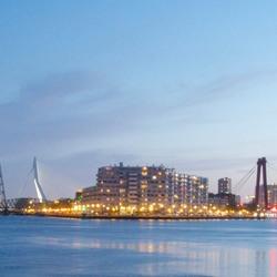 Panorama van Rotterdam op kroningsdag