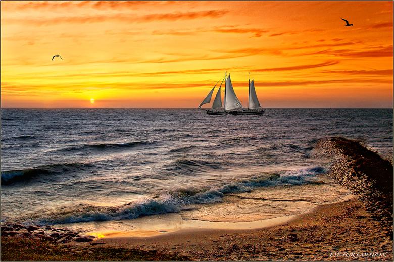 Boot bij zonsondergang - Tja..hier ben ik blij mee..dit is echt zo'n foto waarbij ik het gevoel heb van 'hier doe ik het voor, voor dit soor