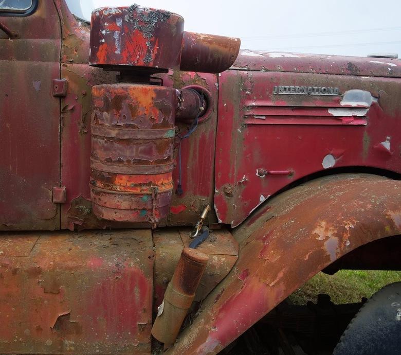 Red Rust - Gezien in een openluchtmuseum in Prince George British Columbia Canada.<br /> Op een schilderachtige wijze is deze truck langzaam aan het