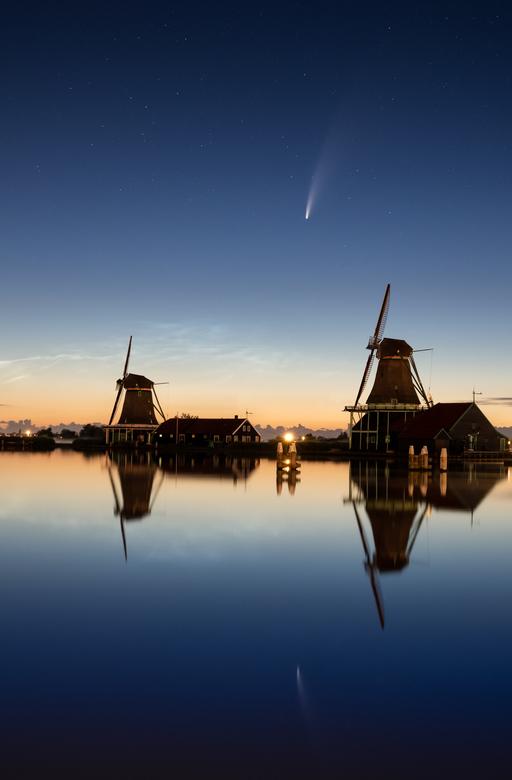 Neowise and NLC - De komeet Neowise is zeer goed te zien boven Nederland deze dagen!<br /> <br /> Om hem goed in het Nederlandse landschap te plaats