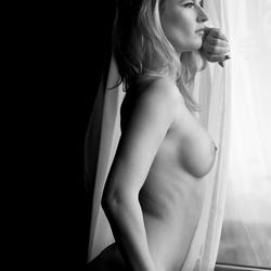 cintia voor het raam