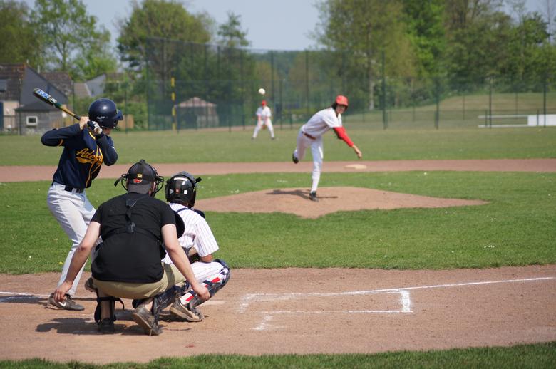 Honkballer aan slag - Foto van een honkballer aan slag.