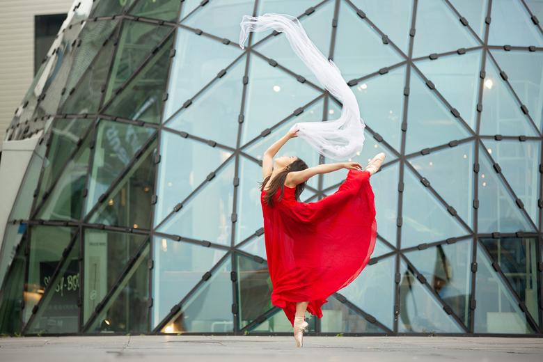 Ballerina Momoka - Momoka is 1 van de danseressen die in de Nederlandse musical Anastasia danst waarin zij o.a. het Zwanenmeer danst. Prachtige danser