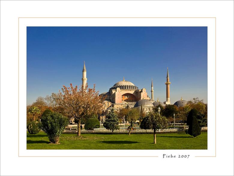 Aya Sophia Istanboel - De Aya Sophia is een monument van macht, geloof en is een symbool van het Byzantijnse rijk. Het heeft een zeer lange geschieden