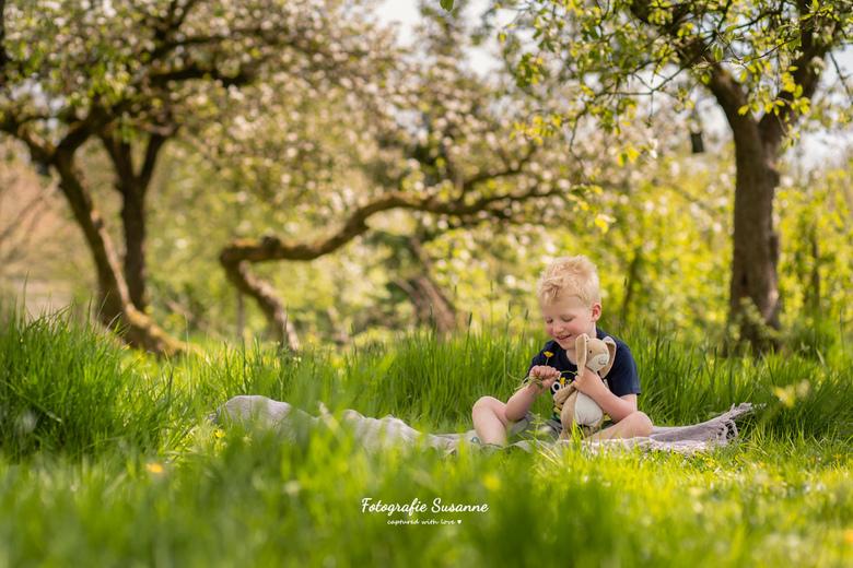"""In de boomgaard - Even bijkomen van school in de boomgaard <img  src=""""/images/smileys/smile.png""""/> Wat een heerlijke plek!"""