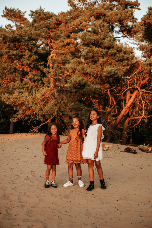 Zusjes - Wat hebben we veel gelachen tijdens deze shoot!<br /> <br /> Zusjes Chelsea, Fayenne en Avalon