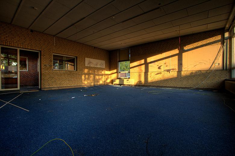 Verlaten Basisschool - De foto bestaat uit 5 foto&#039;s daar heb ik met photomatix een hdr van gemaakt en daarna heb ik er tonemapping op toegepast.<