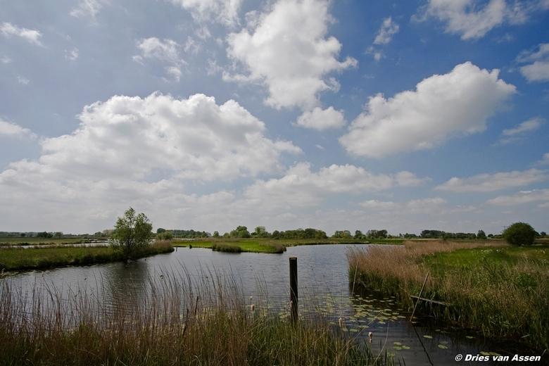 Hollands landschapje - Dit is puur Nederland, drie keer W, water, weiland en wolken.