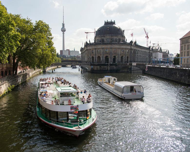 Berlijn - Monbijoustr - Museuminsel - Bodenmuseum - Berlijn - Monbijoustr - Museuminsel - Bodenmuseum
