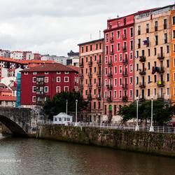 Omgeving langs de rivier de Nervion in Bilbao