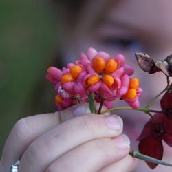 Nichtje met haar bloempje