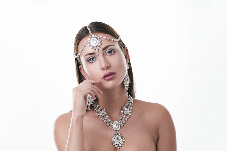 Loïs Rose 02 hine - Model: Loïs Rose<br /> Photographer: Ion Chih<br /> MUA: Fatima Ribeiro<br /> Hairstylist: Bernadetta Bandyga<br /> Jewelry S