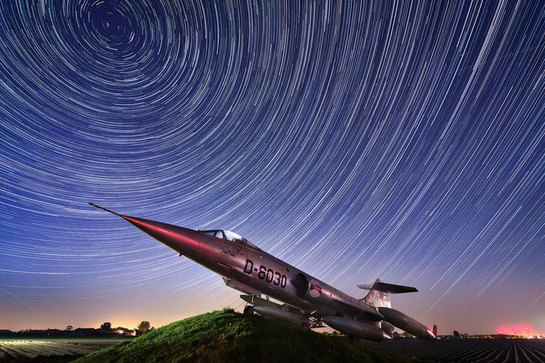 """Star trails vs Star Fighter - Star trails boven Nederland <img  src=""""/images/smileys/smile.png""""/>"""