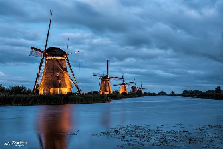 Kinderdijk by Night - Kinderdijk by Night.<br /> De molens zijn deze week weer mooi verlicht. Een leuk uitje om even een kijkje te nemen en te fotogr