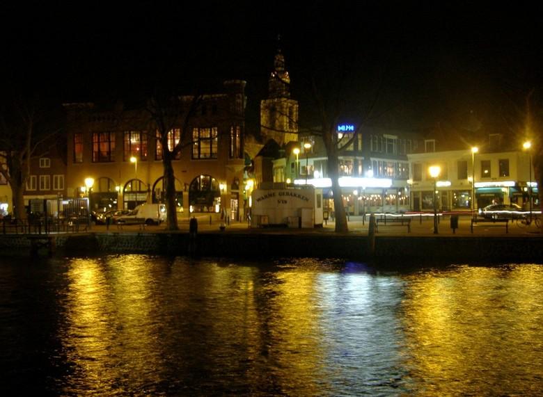 VLAARDINGEN WESTHAVENKADE 2008 - In 2008 naar Vlaardingen geweest toen, met een sprokjesachtige verlichting van schepen in de haven bij avond. Dit is