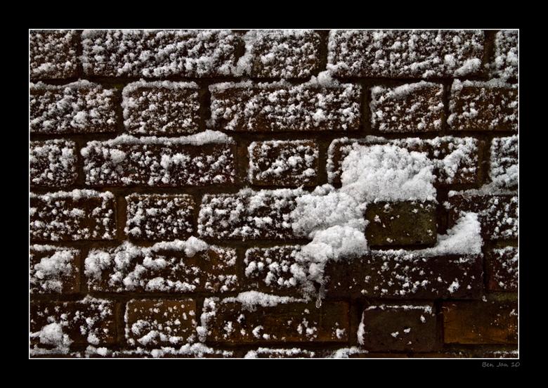 Sneeuw muur - Ook hier in Engeland hebben we sneeuw. Hier een muur waarop de wind stond tijdens het sneeuwen