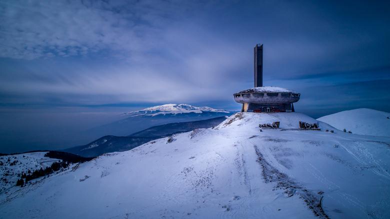 Buzludzha - Buzludha is een historische piek (1,432 mtr hoog) van de Balkan bergen in Bulgarije. In 1868 vond hier de laatste slag tussen Bulgaarse re