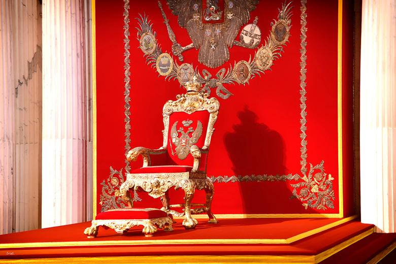 """the throne  - De Hermitage, ooit als verzamelpunt van kunst. Echter vond de verzamelaar, dat de schatten ook voor de """"gewone"""" mensen toegank"""