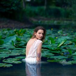 in de water