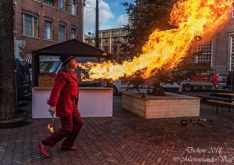 Fire - Dickens 9 december in Den Haag.<br /> <br /> Iedereen hartelijk dank voor alle waardering voor mijn foto&#039;s.<br /> <br /> Fijne Feestda