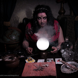 Devil inside - Fortune teller - Halloween fotoshoot