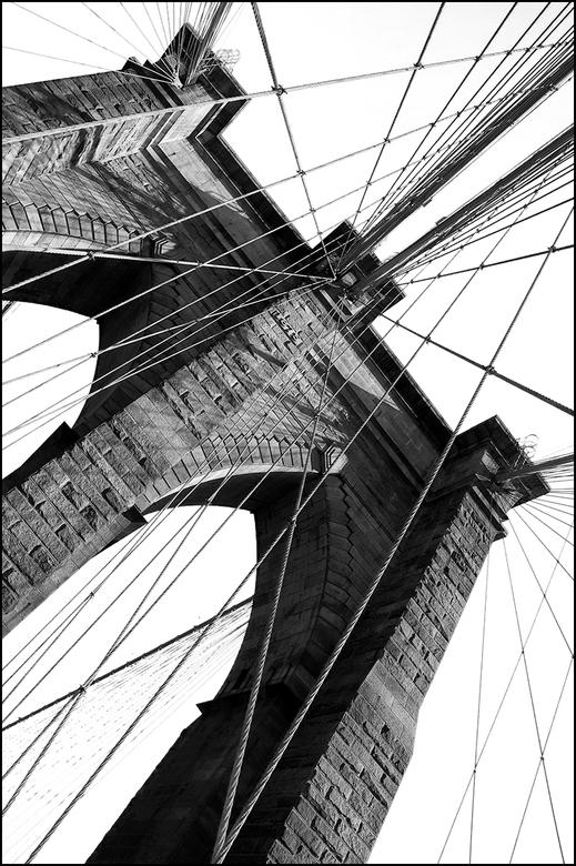 New York 04 - Iedere stad heeft zo zijn iconen. En zo is het zeker ook met New York. Een van de bekendste hiervan is de Brooklyn Bridge. Het is een pr