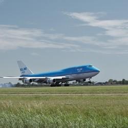 Jumbo op landingsbaan