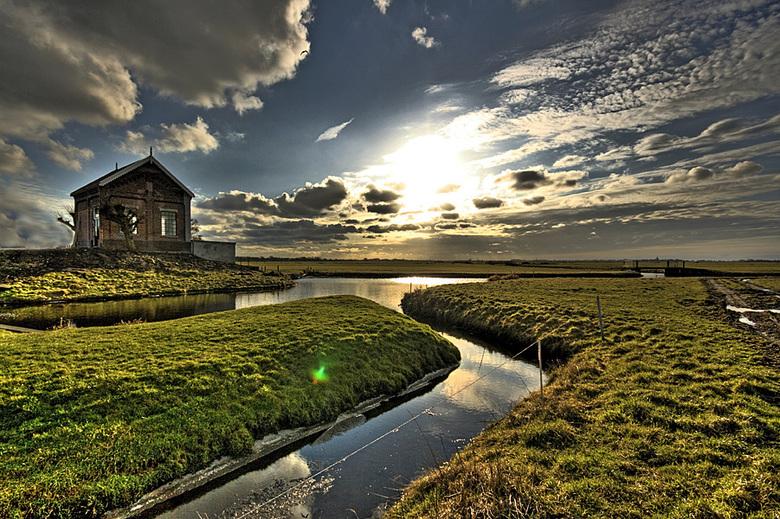 Polderlicht - Zonsondergang bij het gemaal in de Rondehoep polder bij Ouderkerk aan de Amstel
