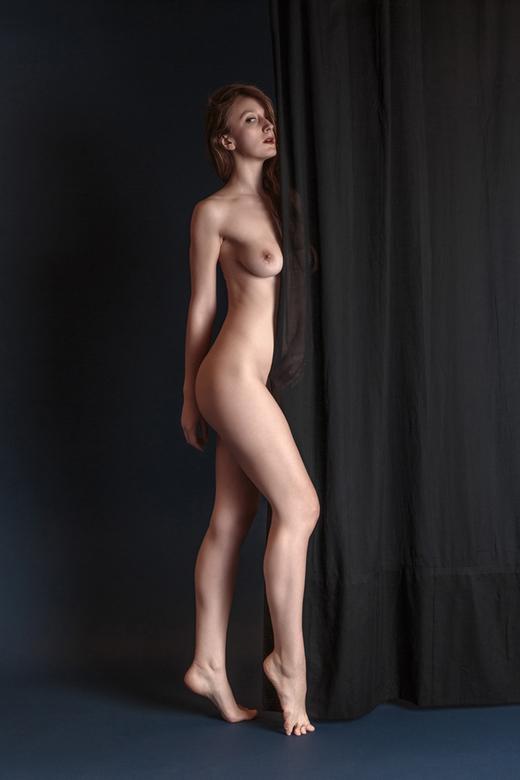 black curtain - model Romi Muse<br /> <br /> Bedankt voor alle reacties en waarderingen op mijn vorige foto&#039;s!