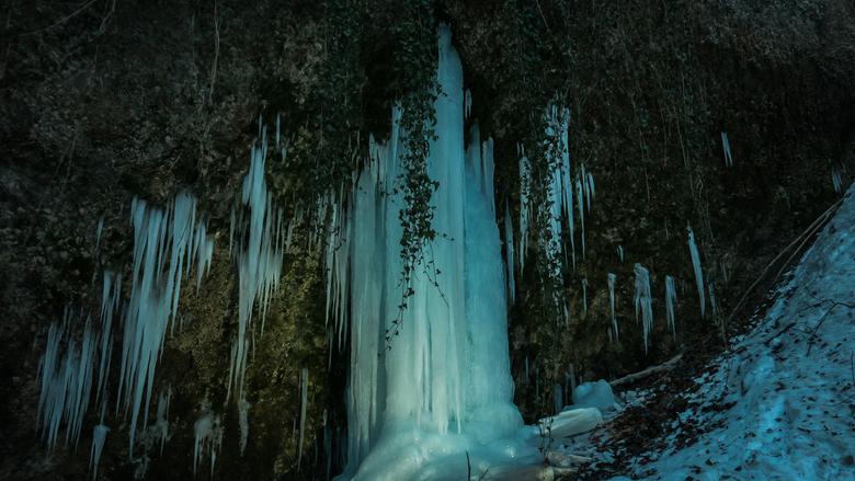 Ice hanging under a brigde - Dit ijs kwam ik tegen tijdens een wandeling bij een rivier.