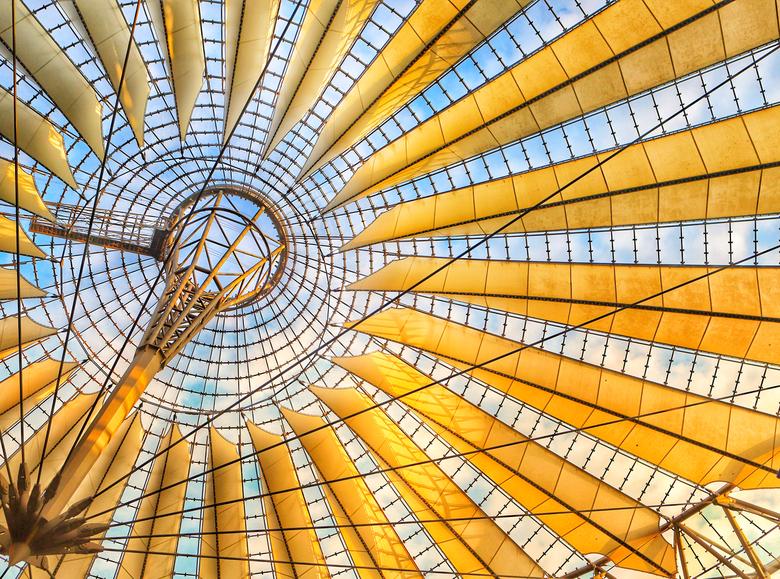 Game of lines - De koepel van het Sony center in Berlijn. Een prachtig staaltje van moderne architectuur.