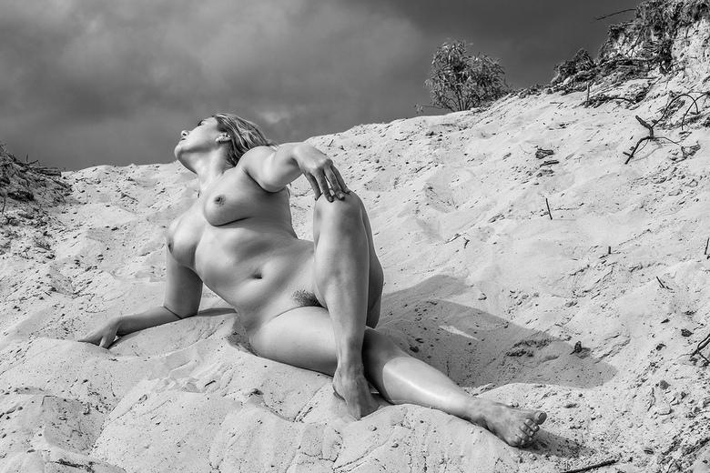 zand - model wenst niet genoemd  te worden, ook niet in reacties