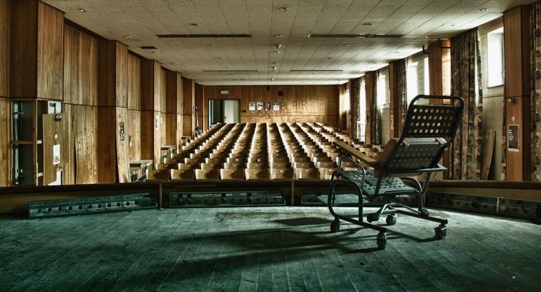 """De laatste voorstelling - Foto is genomen in het verlaten verzorgingstehuis """"Home Sweet Home"""" ergens in België..."""