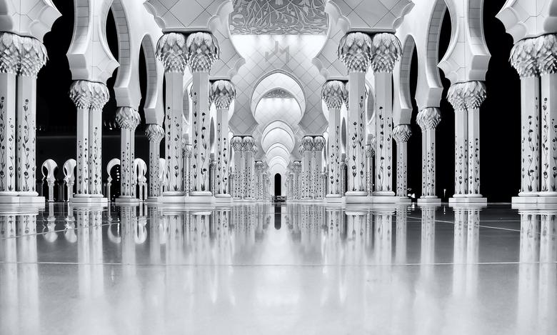 The Pillars - Een oudje opnieuw bewerkt en omgezet naar zwart wit.<br /> <br /> Sheikh Zayed Bin Sultan Al Nahyan Mosque || Abu Dhabi, UAE.