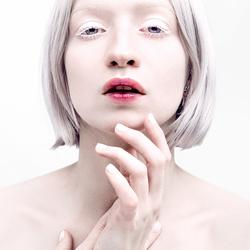 Look III - White