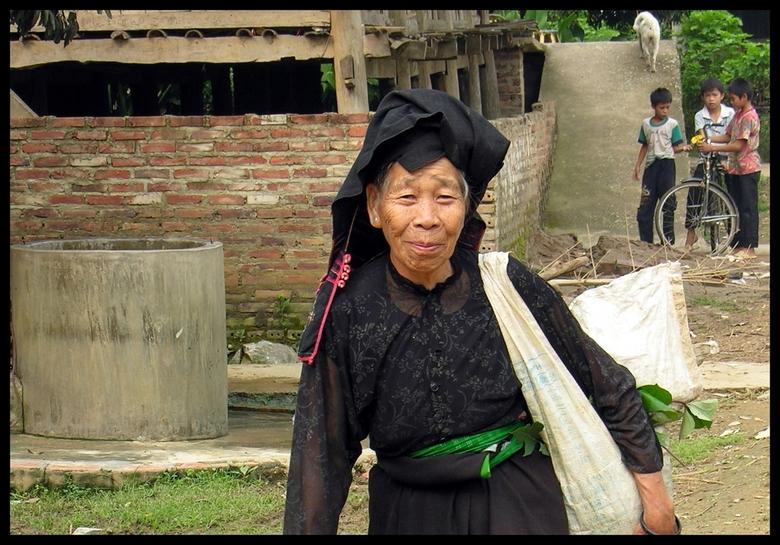 Black Tai - De 'Black Tai' in het bergdorpje 'Chieng Pac' komen niet zo vaak in aanraking met toeristen. Ze willen graag op de fot