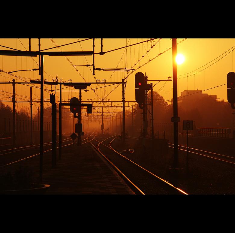 Zondagochtend - Zondagochtend, op weg naar de zoomcampus, wachten op de trein op station Gouda