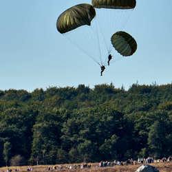 Een parachute extra - Market Garden