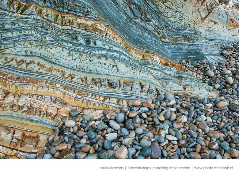 Waves of Rock - tijdens de fotoreis in Noord Spanje bezoeken we een paar keer een van de mooiste stranden ter wereld. De rotswand lijkt op versteende
