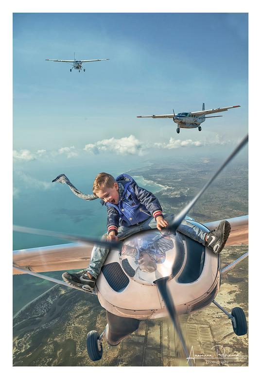 Met beweging - Mijn eerste foto had geen beweging in de propellers. Op advies aangepast. is deze geloofwaardiger? blijf t lastig vinden.