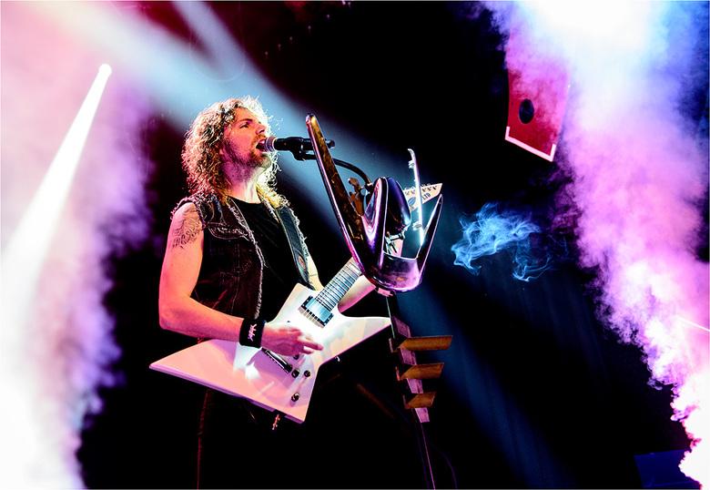 Distillator - Zanger/gitarist Laurens van de thrashmetalband Distillator tijdens Metal On Metal op het DRU poppodium Ulft, 23-11-2019.